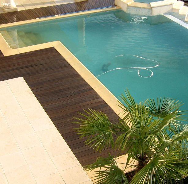 tour et contour de piscine en bois exotique resistant a l. Black Bedroom Furniture Sets. Home Design Ideas