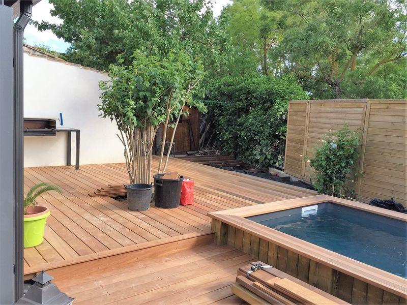 Tour d 39 une piscine bois en bois exotique itauba sur structure lambourde bois exotique et plots - Tour de piscine en bois ...